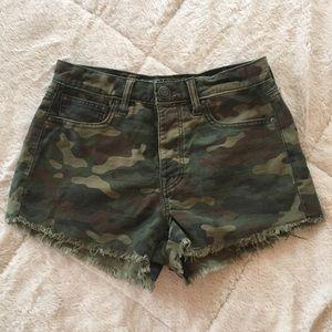 [american eagle] camo high rise denim shorts